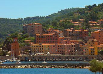 Italienische Stadt am Hafen