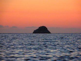 Bild mit Wasser, Sonnenuntergang, Italien, Sonnenaufgang, Sandstrand, Meer, Insel, berg