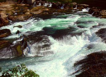 Bild mit Wasserfälle