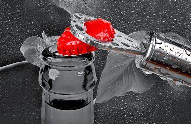 Bild mit Kunst, Wasser, Rot, Trinken, Küchenbild, red, Wassertropfen, Food, Küchenbilder, Colorkey, KITCHEN, Küche, Drink, opener, Flaschenöffner