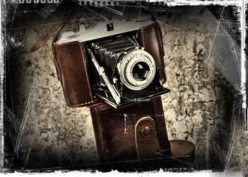 Bild mit Retro, Stilleben, Nostalgie, VINTAGE, nostalgisch, kamera, kameras, fotoaperat, fotografieren, alte kamera, fotos