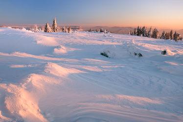 Bild mit Natur, Bäume, Winter, Schnee, Eis, Wälder, Sonnenuntergang, Sonnenaufgang, Wald, Baum, winterlandschaft, Landschaften im Winter, Landschaften & Stimmungen, Kälte, Frost