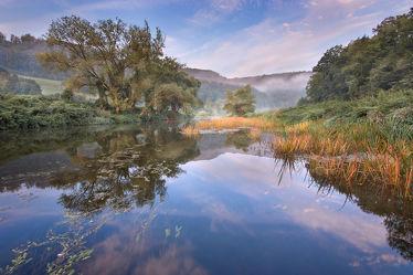 Bild mit Natur, Wälder, Flüsse, Nebel, Wald, Feld, Felder, Landschaften im Herbst, Fluss, Nebelwolken