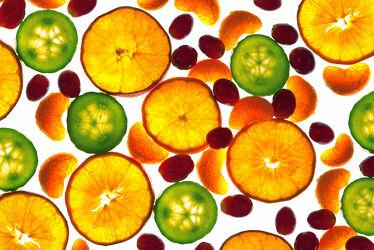 Bild mit Orange, Früchte, Frucht, Fruit, Fruits, Obst, Gurke, Küchenbild, Weintraube, Traube, Küchenbilder, Clementine, Gurkenscheibe, Mandarine, Orangenscheiben