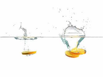 Bild mit Orange, Makrofotografie, Makro, Küchenbild, Wassertropfen, Waterdrop, Küchenbilder, Splash, Watersplash, Orangenscheibe