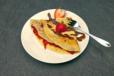 Bild mit Erdbeere, Erdbeere, Küchenbild, Küchenbilder, Küche, Nachtisch, Dessert, crepe, crepes, pfannkuchen
