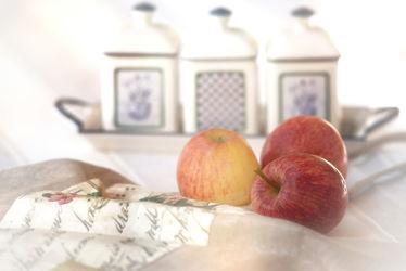 Landhaus Liebe Äpfel auf dem Tisch