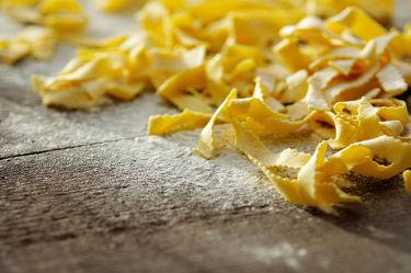 Bild mit Lebensmittel, Nudeln, Nudel, Pasta, Küchenbild, Food, Küchenbilder, KITCHEN, Küche, Küchen, Spaghetti, Kochbild, kochen, italienisch, mehl, Gericht