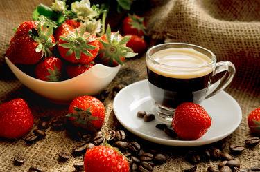 Bild mit Früchte, Lebensmittel, Beeren, Frucht, Obst, Erdbeere, Erdbeeren, Küchenbild, Kirsche, Stillleben, Food, Kaffeebilder, Küchenbilder, KITCHEN, kaffee, Espresso, Küche, Tasse, Frühstück, Kochbild, cherry, Kirschen, vegan, Tasse Kaffee