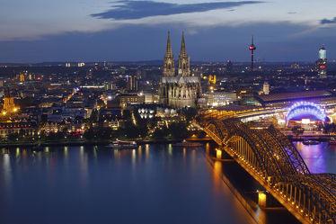 Bild mit Städte, Schiffe, Schiff, Stadt, City, Köln, Skyline, Rhein, kölner dom, köln hauptbahnhof
