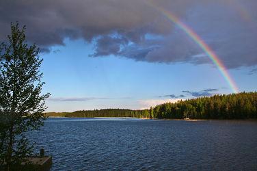 Bild mit Natur, Landschaften, Himmel, Bäume, Seen, Sonnenuntergang, Sonnenaufgang, Tannen, Meer, Regenbögen, Landschaft, See, Seelandschaft, Skandinavien