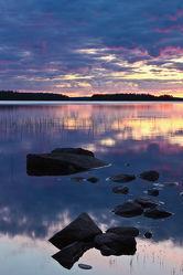 Steine im See Lentua, Finnland 2