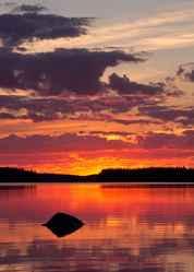 Stein im See Lentua, Finnland
