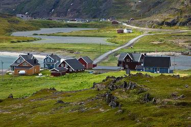 Bild mit Natur, Landschaften, Häuser, Haus, Landschaft, Wiese, Feld, Felder, Reisen, Skandinavien, Norwegen, Wiesen, Weiden, Freiheit, Outdoor, abenteuer, erlebnis