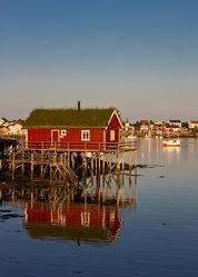 Bild mit Natur, Wasser, Landschaften, Gewässer, Urlaub, Hütten, Häuser, Meer, Haus, Landschaft, Skandinavien, Idylle, Hütte, Norden, Freiheit, norwegisch, skandinavisch, fischerhütte