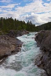 Bild mit Natur, Wasser, Berge und Hügel, Berge, Flüsse, Felsen, Alpen, Alpenland, Natur und Landschaft, Skandinavien, berg, Gebirge, Fluss, Gestein