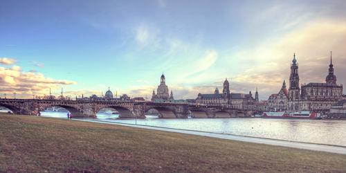 Bild mit Gebäude,Städte,Häuser,Brücken,Stadt,Dresden,Brücke,City,Skyline,Fluss,Elbe,Barock