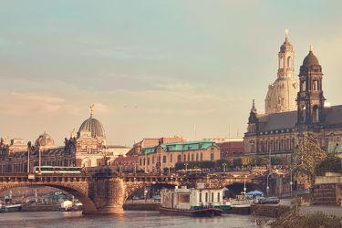 Bild mit Architektur,Gebäude,Städte,Häuser,Brücken,Stadt,Dresden,Brücke,City,Skyline,Fluss,Elbe,Barock,Augustusbrücke