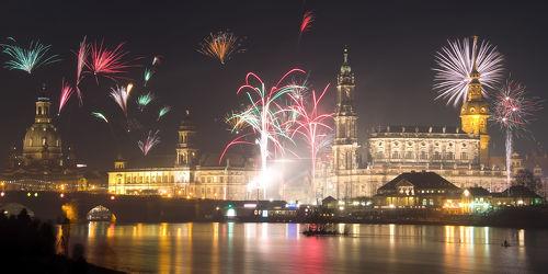 Bild mit Gebäude,Städte,Häuser,Brücken,Stadt,Dresden,Brücke,City,Nacht,Skyline,Fluss,Elbe,Barock,silvester,Nachtaufnahme