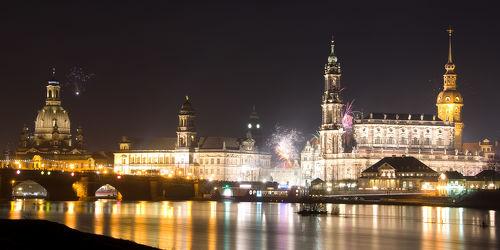 Bild mit Gebäude,Städte,Häuser,Brücken,Stadt,Dresden,Brücke,City,Nacht,Laternen,Skyline,Fluss,Elbe,Barock,Nachtaufnahme