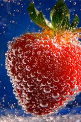 Bild mit Wasser, Erdbeere, Erdbeeren, Küchenbild, Blasen, Küchenbilder, KITCHEN, frisch, Küche, Küchen, bläschen