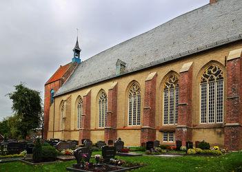 Kirche mit Wehrturm