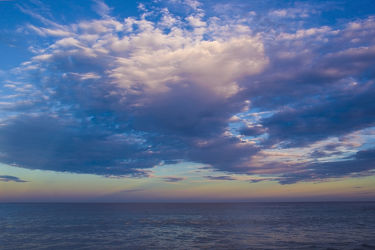 Bild mit Natur, Wasser, Wolken, Gewässer, Meere, Strände, Sonnenuntergang, Urlaub, Sonnenaufgang, Schiffe, Strand, Meerblick, Ostsee, Reisen, Am Meer, Strand & Meer, Abend am Meer, Reise, Wolke, Argentinien