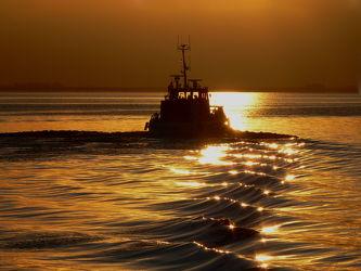 Bild mit Wellen, Sonnenuntergang, Sonnenaufgang, Schiffe, Nebel, Sonne, Meerblick, Schiff, boot, Meer, Boote, Sunset