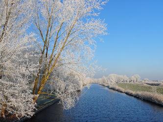 Bild mit Landschaften, Bäume, Winter, Gewässer, Kanäle, Winterzeit, Weiden, Emden, Ostfriesland, Marsch, Raureif, Zubringer, Ems_Jade_Kanal, Marschland
