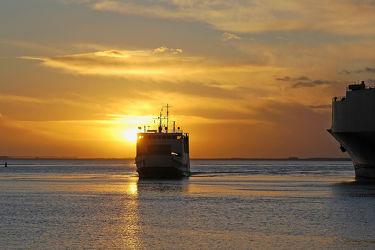 Bild mit Sonnenuntergang, Sonnenaufgang, Schiffe, Ostsee, Schiff, Meer, Sunset, Am Meer