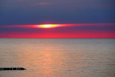 Bild mit Orange, Wolken, Rot, Urlaub, Blau, Sonne, Sonne, Meerblick, Ostsee, Meer, Nordsee, Reisen, Abend, Ausspannen, Geniessen, Idylle, Abendidylle, Ostfriesische_ Inseln