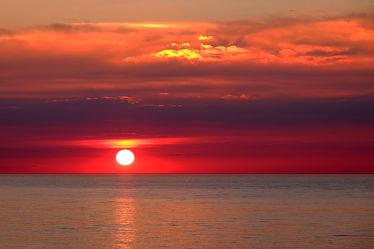 Bild mit Orange, Wolken, Rot, Urlaub, Blau, Sonne, Sonne, Meerblick, Ostsee, Meer, Nordsee, Reisen, Ostfriesische Inseln, Abend, Ausspannen, Geniessen, Idylle, Abendidylle
