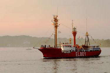Bild mit Sonnenuntergang, Schiffe, Feuerschiff, Abendsonne, Rückkehr, Förde, Veteranen, Elbe_1, Dampf_Rundum