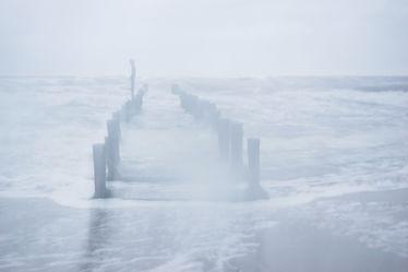 Bild mit Wellen,Ostsee,Meer,Buhnen