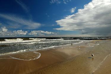 Bild mit Wolken, Meere, Strände, Wellen, Möwen, Strand, Meerblick, Küste, Am Meer, Erholung, Ausspannen, Abendstimmung, Gischt