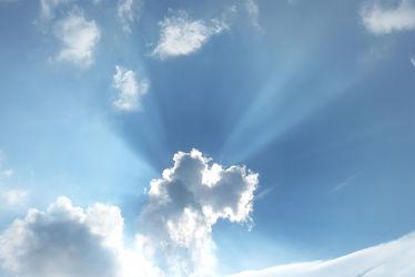Bild mit Himmel, Wolken, Blau, Sonne, Sonnenstrahlen, Wolke