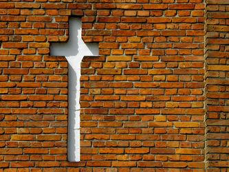 Bild mit Gotteshäuser, Kirchen, Kapellen, Backstein, Glauben, Mahnmal, Kreuz, Evangelisch