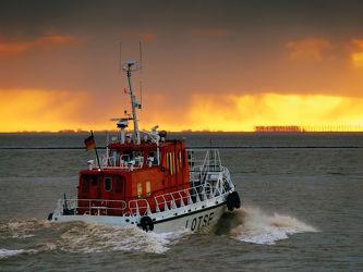 Bild mit Gewässer, Wellen, Schiff, Schifffahrt, sturm, Gischt, Dollart, Ems, Unwetter, Lotsenschiff
