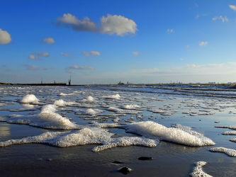 Bild mit Wasser, Himmel, Wolken, Meer, Wattenmeer, Abendlicht, Emden, Ostfriesland, sturm, Watt, Ebbe, Dollart, Knock, Schaumkronen