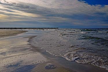 Bild mit Wolken, Wellen, Urlaub, Strand, Ostsee, Meer, Küste, Reisen, Erholung, Ausspannen, Idylle, Polen, Bernsteinküste