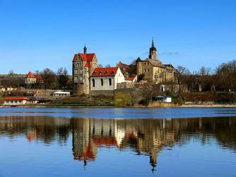 Bild mit Seen, Schloß, Spiegelungen, Sehenswürdigkeiten, Süße_See, Eisleben, Lutherstadt, Ausflugziele, Landschaftsschutzgebiet, Saale, Schloß_Seeburg