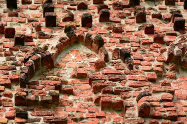 Bild mit Steine, rustikal, Kirche, turm, Pellworm, Alte_Kirche, Muschelkalk, Turmwand, Rotbacksteine