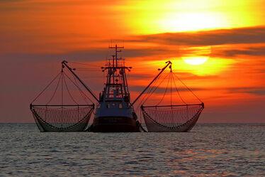 Bild mit Wolken, Rot, Sonne, Meer, Nordsee, romantik, See, Emden, Ostfriesland, Seenebel, Abendstille, Netze, Kutter, Borkum, Krabben, Granat, Krabbenfischer, Wolkenwand, Ditzum