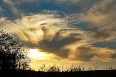 Bild mit Himmel, Bäume, Wolken, Sonnenuntergang, Sträucher, Felder, sturm, Abendhimmel