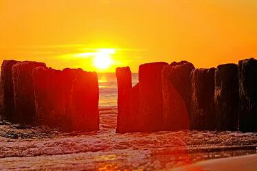 Bild mit Himmel, Sonnenuntergang, Strand, Meer, See, Küste, Erholung, Ausspannen, Geniessen, Wolkenlos