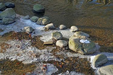Bild mit Winter, Eis, Gewässer, Sonnenuntergang, Bäche, Ufer, Kiesel, Flußufer