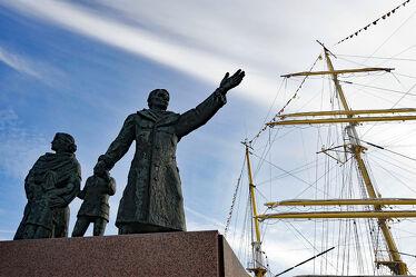 Bild mit Kinder, Frau, Denkmal, familie, Hoffnung, Segler, Rettung, Bremerhaven, Auswandern, Rückblick