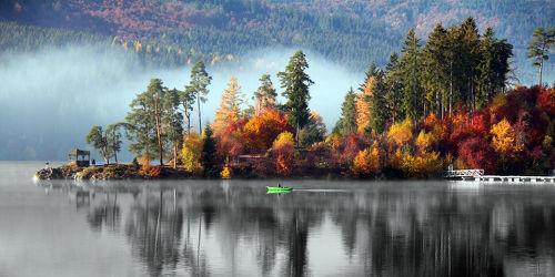 Bild mit Natur, Bäume, Gewässer, Seen, Herbst, Tannen, Baum, See, Am Wasser