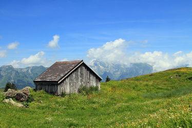 Bild mit Natur, Berge, Hütten, Gras, Wiese, Feld, Felder, berg, Wiesen, Weide, Weiden, Hütte