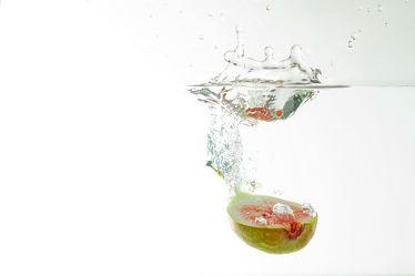 Bild mit Wasser, Früchte, Essen, Unterwasser, Zitrusfrüchte, Frucht, Obst, KITCHEN, GESUND, frisch, fruchtig, water, h2o, Vitamine, Ernährung, Feige, Feigen, gerhard albicker, Küche